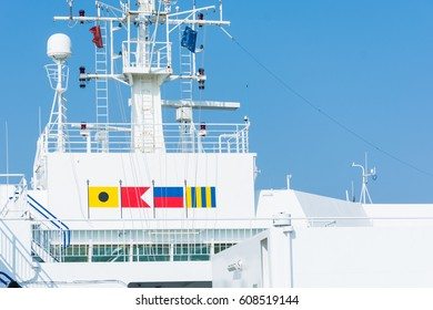Aboard, the  bridge deck  or the bridge, the captain governs ship. on the bow of the ship, it is the place where are kept the nautical equipment and rudder, compass, engine controls and radar, radio.
