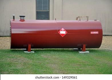 Oberhalb des Tanks für den Dieselkraftstoff