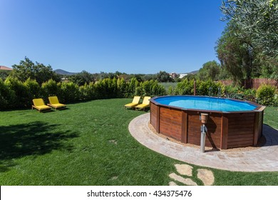 Swimming Pool Above-ground Images, Stock Photos & Vectors ...