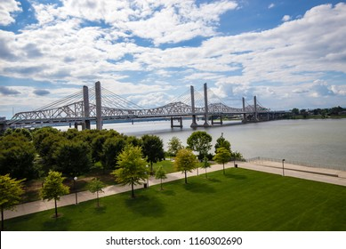 The Abraham Lincoln Bridge crosses the Ohio River that connects Kentucky and Indiana for motor vehicles.