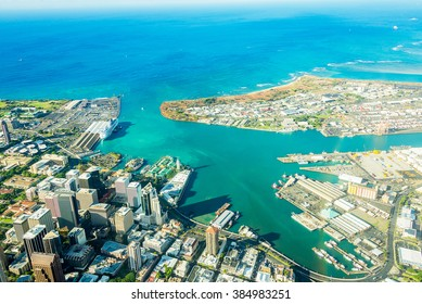 Absolutely stunning aerial view of the Honolulu city from a jet plane right next to the Pearl Harbour