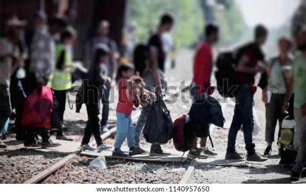 Abstrakter unscharfer, Bokeh, Dekozentriss - Bild für Hintergrund. Die Flüchtlinge wandern nach Europa