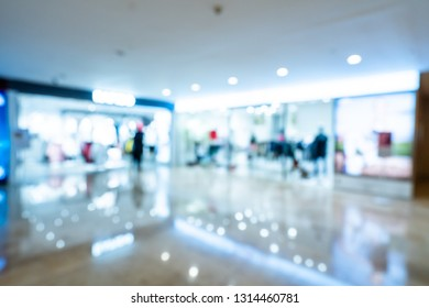 Abstract blur boutique fashion display window with mannequins in shopping mall