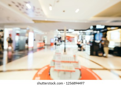 Abstract blur and defocused beautiful luxury shopping mall of deparment store for background