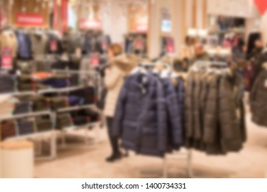 Abstract blur and defocused beautiful shopping mall of deparment store for background