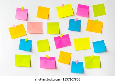 Abstract empty sticky note with heart clip magnet on white board. valentine greeting card message.