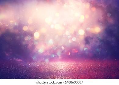 abstrakter, glitzernder Hintergrund für Silber, Violett, Blau und Gold. entfochten