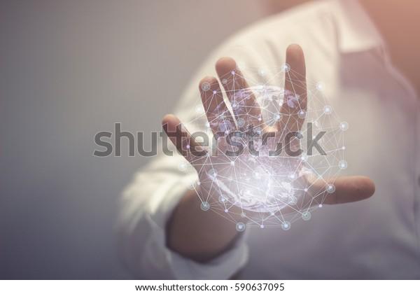 Abstrakte Wissenschaft, globale Netzwerkverbindung in Händen kreisen