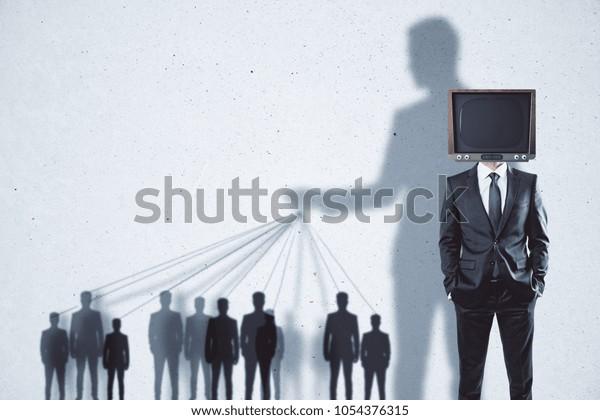 Abstrakte TV-Manipulation und Gehirnwäsche-Hintergrund mit Menschen und Schatten
