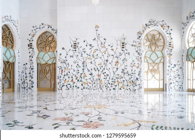 ABU DHABHI, UAE - December 30, 2018 : Photo of the grand Sheikh Zayed mosque - details of beautiful flowers pattern on white wall. Beautiful Interior of Sheikh Zayed Mosque at Abu Dhabi.