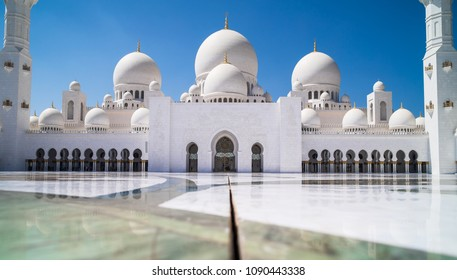 Abu Dhabi Sheikh Zayed mosque (main square)