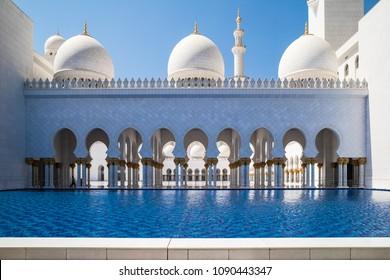Abu Dhabi Sheikh Zayed mosque (arcs)