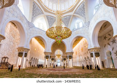 ABU DHABI, UAE - APRIL 30: Magnificent interior of Sheikh Zayed Grand Mosque on April 30th 2013 in Abu Dhabi. It is the largest mosque in UAE and the eighth largest mosque in the world.