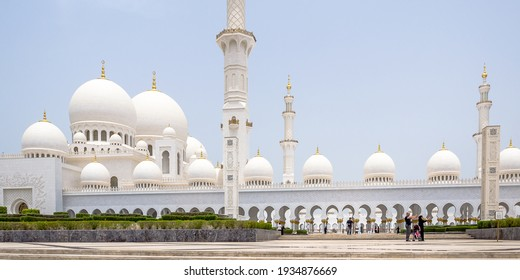 Abu Dhabi, UAE – May 5, 2015 – Visitors take a selfie at the outer entrance of the Sheikh Zayed Mosque