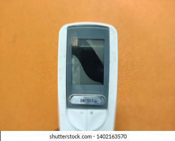Imágenes, fotos de stock y vectores sobre Ac Remote in Hand
