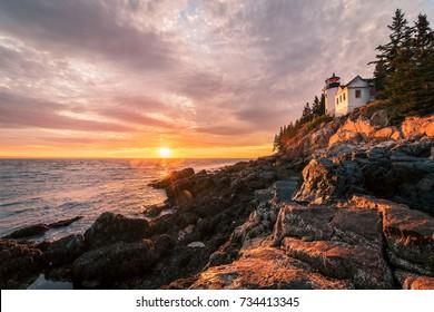Acadia Lightouse bei Sonnenuntergang mit atlantischem Ozean