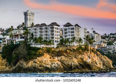 Acapulco bay hotels and houses neighborhood Caleta