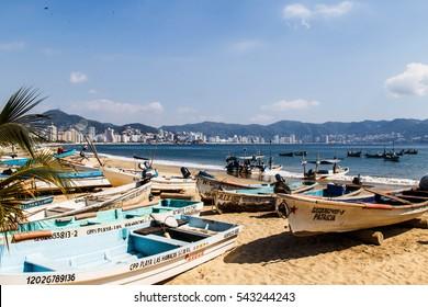 ACAPULCO, MEXICO - NOVEMBER 30, 2016 : boats on the public beach of  Acapulco, Mexico.