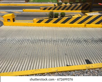 Access lanes for toll collection in Mexico highway