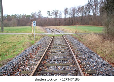 Access to an unrestricted level crossing from the point of view of the engine driver.