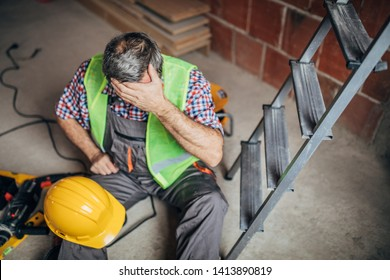 An accident of a man worker at the construction site