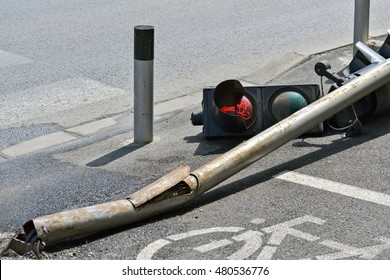 Accident on the street and broken traffic light