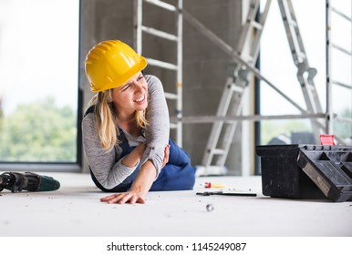 An accident of a woman worker at the construction site.