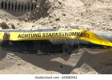 Achtung Starkstromkabel high voltage cables in ground