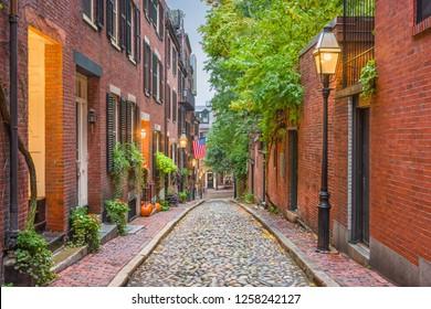 Acorn Street in Boston, Massachusetts, USA.