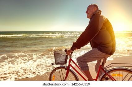 actie vital retired senior cylcing on the beach