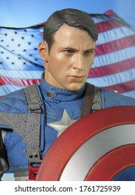 The Action Figure Captain Amerika (Steve Roger); Fictional Character from Marvel Comics & Movies, Product By Hot Toys