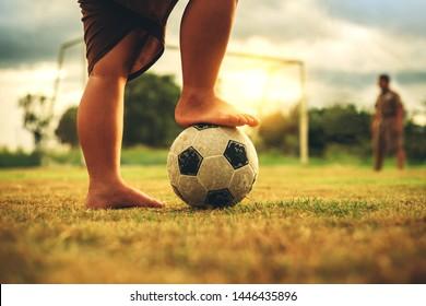 Silhouette Fussball Kinder Stockfotos Bilder Und Fotografie