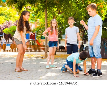 active children games. passing through the tangled rope