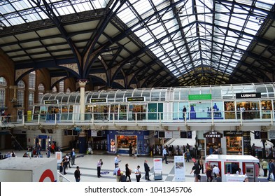 Activities at Liverpool Station with shops and travelers - London, UK - 08/04/2015