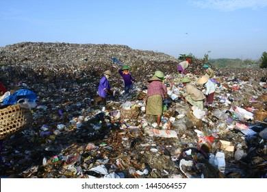 activities of scavengers in landfill (TPA) in Temurejo, Blora, Central Java, Indonesia July, 2, 2019