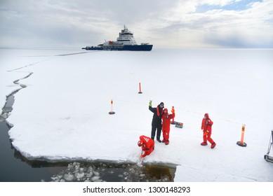 Activity and Polaris IceBreaker, Baltic sea, Dec/04/2017