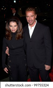 Actor ARNOLD SCHWARZENEGGER & wife MARIA SHRIVER at the Los Angeles premiere of his new movie The 6th Day. 13NOV2000.   Paul Smith / Featureflash