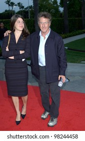 Actor DUSTIN HOFFMAN & daughter JENNA at the world premiere of Changing Lanes. 07APR2002.  Paul Smith / Featureflash