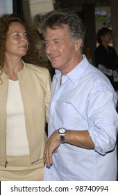 Actor DUSTIN HOFFMAN & wife LISA at the world premiere of Rat Race, in Los Angeles. 30JUL2001.  Paul Smith/Featureflash