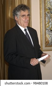 Actor ELLIOTT GOULD at the Museum of Television & Radio Gala, in Beverly Hills. November 10, 2003  Paul Smith / Featureflash