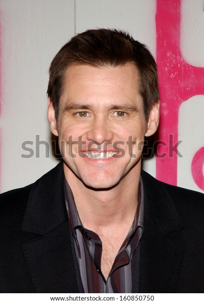Actor Jim Carrey arrives at THE 14TH ANNUAL GOTHAM AWARDS on December 1, 2004 at Chealsea Piers in New York City
