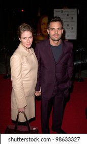 Actor MARK RUFFALO & wife at the Los Angeles premiere of The Gift. 18DEC2000.   Paul Smith / Featureflash