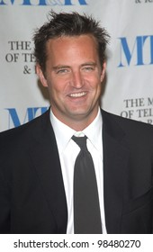 Actor MATTHEW PERRY at the Museum of Television & Radio Gala, in Beverly Hills, honoring the producer of Friends. November 10, 2003  Paul Smith / Featureflash