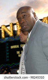 Actor MICHAEL CLARKE DUNCAN at the world premiere, in Los Angeles, of his new movie The Scorpion King. 17APR2002.  Paul Smith / Featureflash