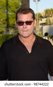 Actor RAY LIOTTA at the Los Angeles premiere of The Score, at Paramount Studios, Hollywood. 09JUL2001.  Paul Smith/Featureflash