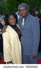 Actor SAMUEL L. JACKSON & wife at the world premiere of his new movie Changing Lanes. 07APR2002.  Paul Smith / Featureflash