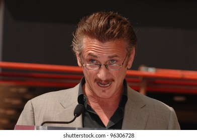 Actor SEAN PENN on Hollywood Boulevard where producer Mike Medavoy was honored with the 2,290th star on the Hollywood Walk of Fame. September 19, 2005  Los Angeles, CA.  2005 Paul Smith / Featureflash