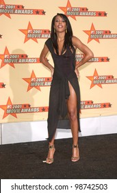 Actress AALIYAH at the MTV Movie Awards in Los Angeles.   02JUN2001.