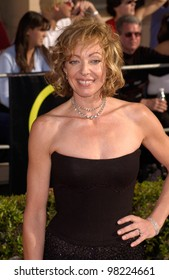 Actress ALLISON JANNEY at the 8th Annual Screen Actors Guild Awards in Los Angeles. 10MAR2002.  Paul Smith / Featureflash