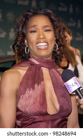Actress ANGELA BASSETT at the Jaguar Tribute to Style on Rodeo Drive gala in Beverly Hills. 23SEP2002.   Paul Smith / Featureflash